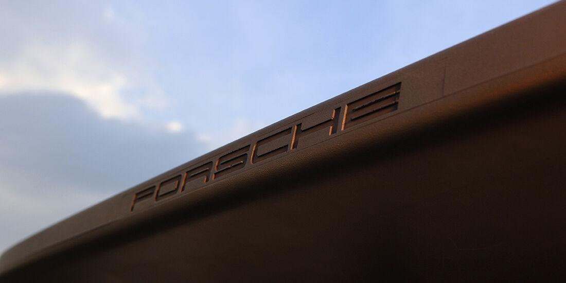 Schriftzug des Porsche 944