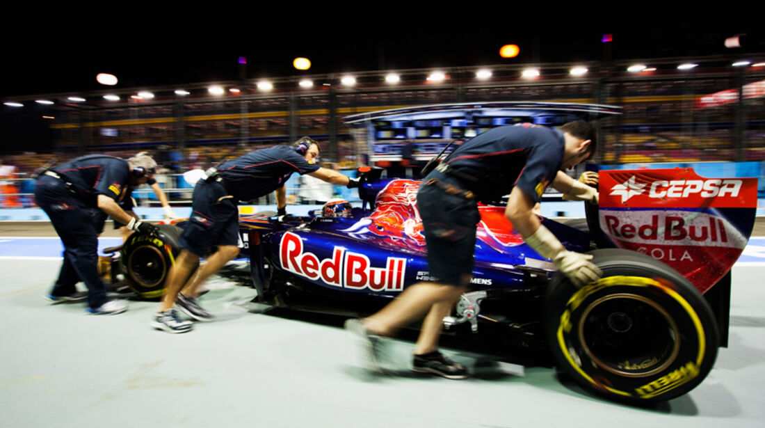 Sebastien Buemi Toro Rosso GP Singapur 2011
