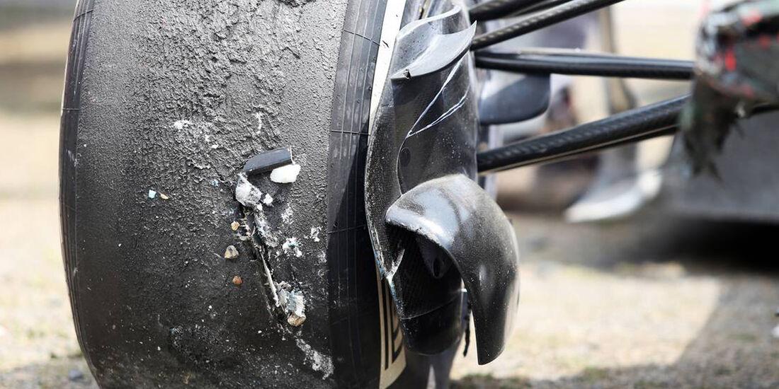 Sergio Perez Crash - Formel 1 - GP China - 12. April 2013