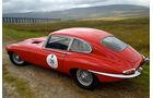 Startnummer 111: Ralf und Julia Schipper im Jaguar E-Type S 1, 4,2 Liter, 6-Zyl. Reihe, 265 PS, Baujahr 1966.