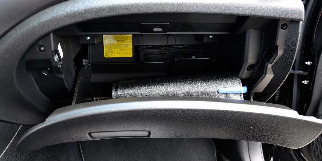 Subaru WRX STi, Handschuhfach