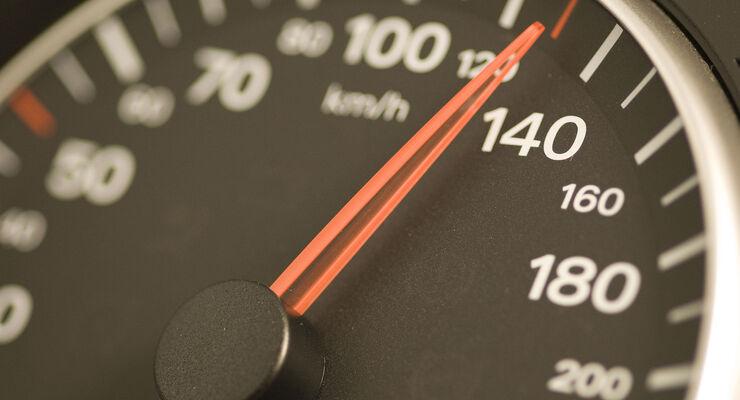 Regierungskommission will Tempo 130 und höhere Steuern
