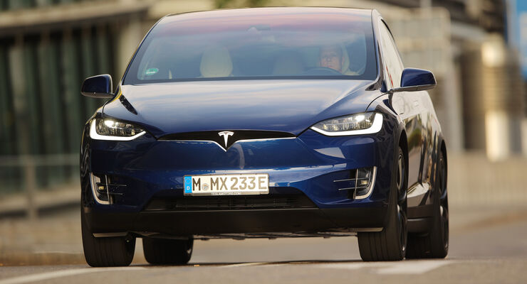 Tesla Model X P90D, Flügeltüren