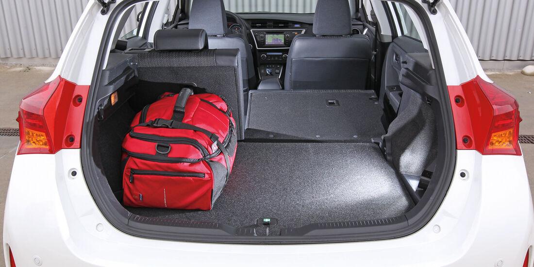Toyota Auris 1.8 VVT-i HSD Executive, Rücksitz, Beinfreiheit