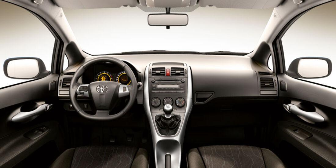 Toyota Auris, Cockpit, Basis-Ausstattung