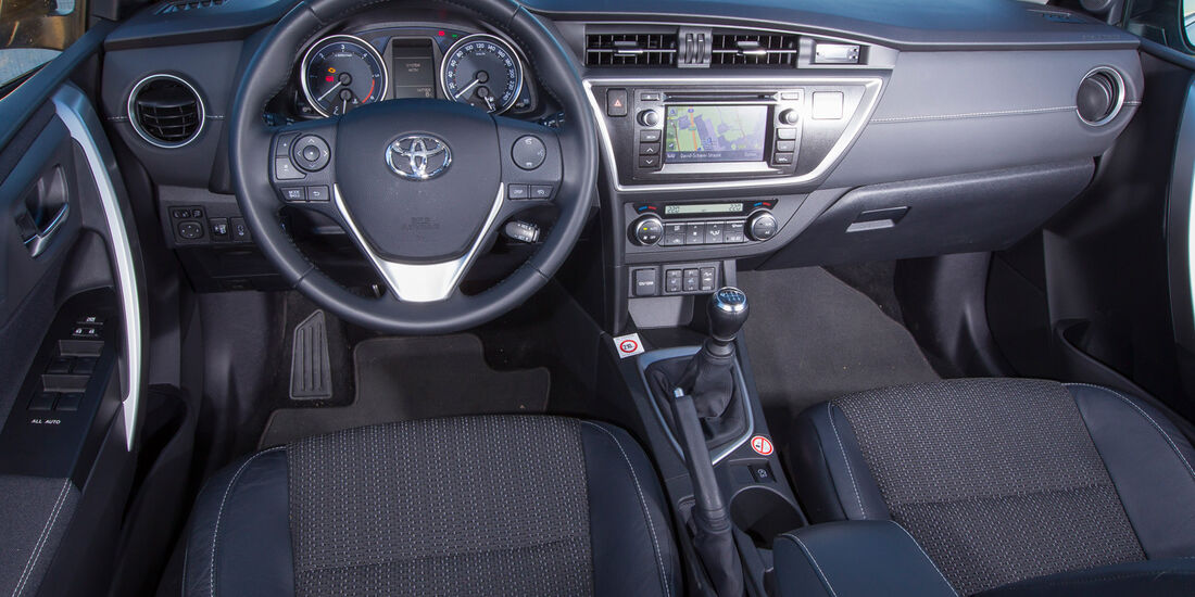 Toyota Auris Touring Sports 2.0 D-4D, Cockpit