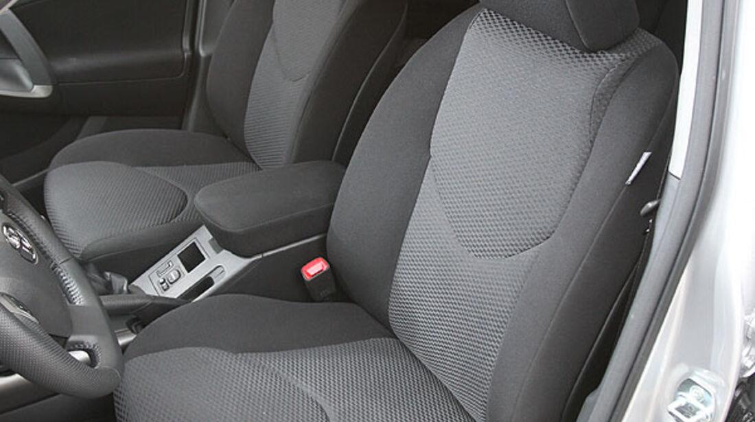 Toyota RAV4, Sitze