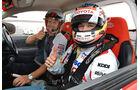 Toyota, Timo Glock, Stunt im Hilux, auf zwei Rädern, Melbourne, 0309