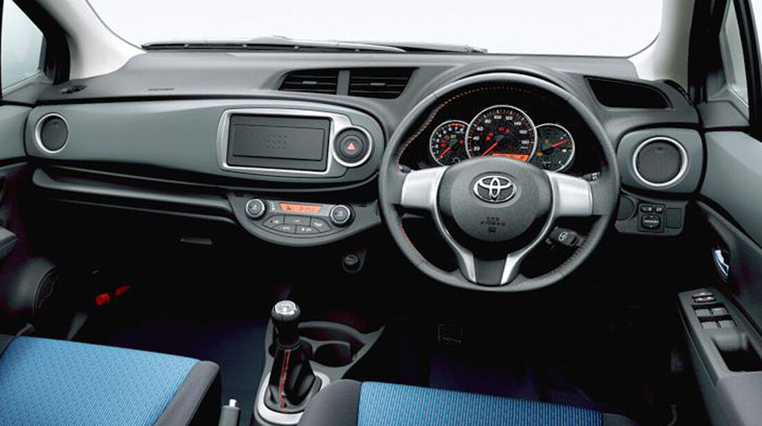 Toyota Yaris Vitz Japanversion 2011, Innenraum