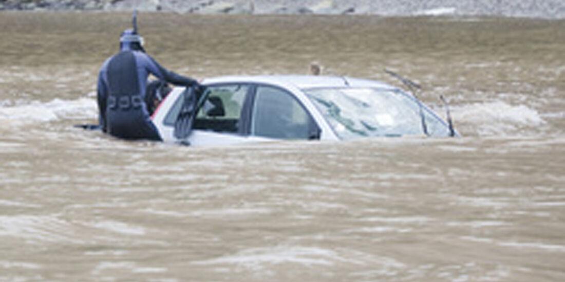 Überschwemmtes Fahrzeug