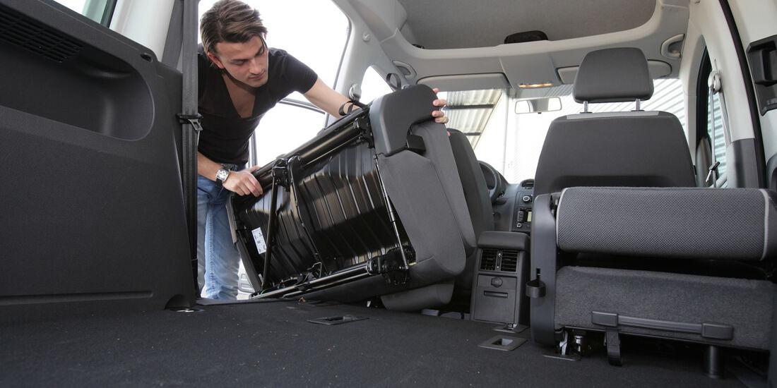 VW Caddy, Rücksitz, ausbauen