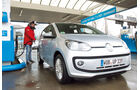 VW Eco Up, Frontansicht, Tankstelle