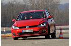 VW Golf GTI 2.0 TDI, Frontansicht, Slalom