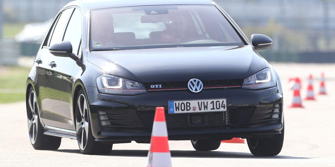 VW Golf GTI Performance, Slalom, Frontansicht