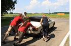VW-Porsche 914 wird angeschoben