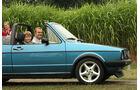 Vater und Sohn im golf 1 Cabrio