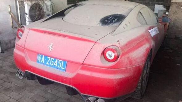 Digestion Ferrari 599, Police China