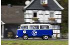 Volkswagen T2 Bus in Schlake-Tracht