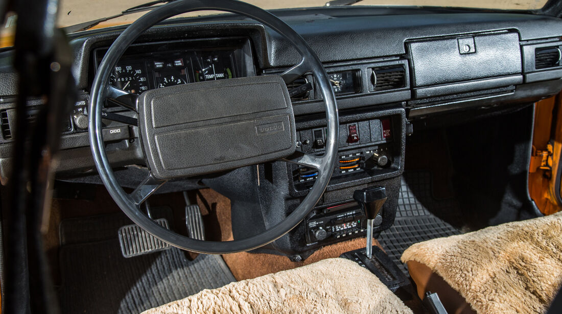 Volvo 245, Cockpit