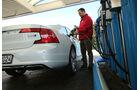 Volvo S90 D5 AWD, Tankstelle