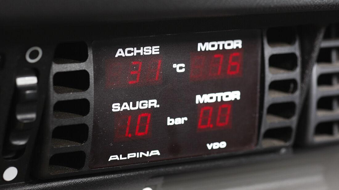 Zusatzinstrument im BMW Alpina B7
