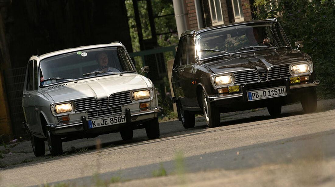 Zwei Renault 16 von vorne
